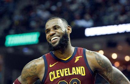 132-129. James registra doble-doble y los Cavaliers vengan derrota