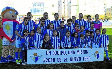 En la imagen, once del Écija ante el Betis Deportivo, primer partido dirigido por Marc Domínguez.