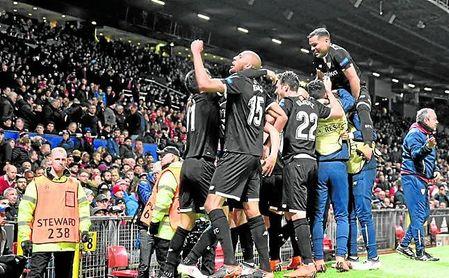 Imagen de la celebración del 0-2 en Old Trafford.