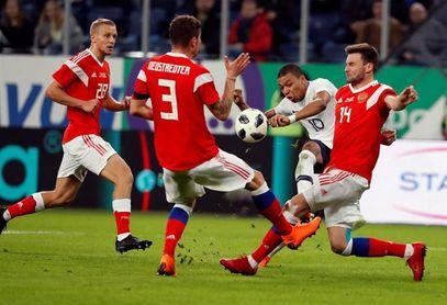 1-3. Mbappé y Pogbá marcan el camino a una Francia gris