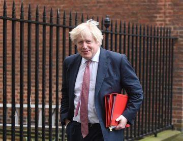 """Johnson pide a Rusia garantizar una estancia """"segura"""" para los aficionados británicos"""