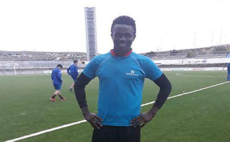 Musa Krubaly posa en el Ciudad de Lucena durante un entrenamiento.
