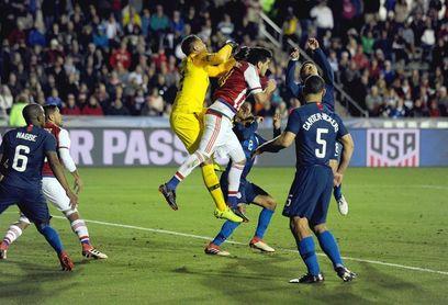 1-0. Bobby Wood, de penalti, decide un nuevo triunfo de EE.UU. ante Paraguay
