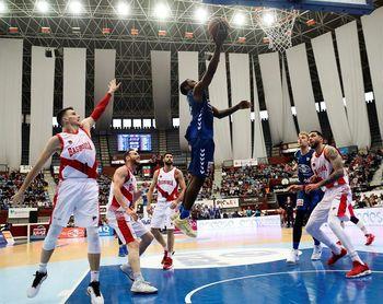 72-84. Gipuzkoa Basket soñó con la proeza ante el Baskonia hasta el descanso