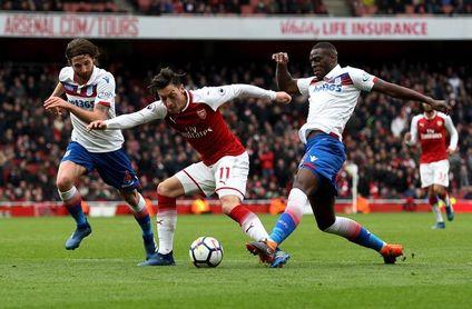 Aubameyang evita otro tropiezo del Arsenal
