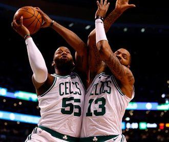 Los Celtics ganan a Raptors en la lucha por el título; los Warriors rompen la racha perdedora