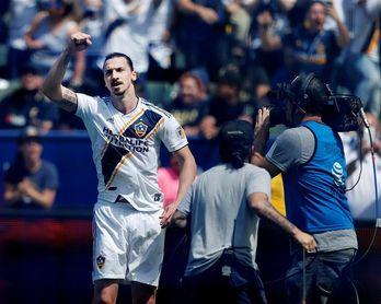 Ibrahimovic debuta con doblete que le da el triunfo a los Galaxy sobre Los Angeles
