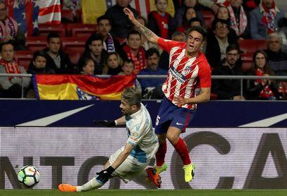 El Atlético gana de penalti al Deportivo (1-0)