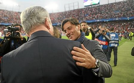 Montella saluda a Heynckes antes del comienzo del partido.
