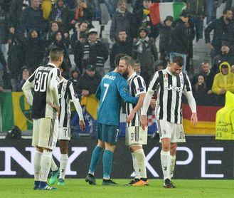 """Cristiano se suma a Totti, Maldini o Baggio, ovacionados por los """"tifosi"""" rivales"""