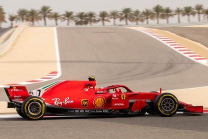 Kimi y Ferrari por delante de los Mercedes en el desierto de Baréin