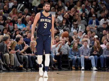 Mirotic brilla con su mejor juego y acerca a los Pelicans a los playoffs
