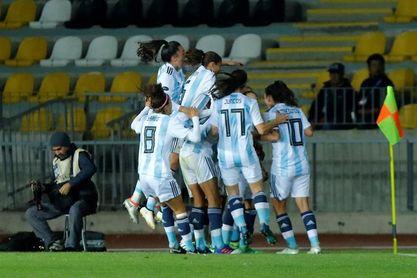 Argentina entra en la lucha con una goleada a Ecuador y Venezuela aplasta a Bolivia