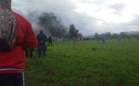 Al menos 105 muertos tras estrellarse un avión militar en Argelia