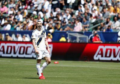 0-1. Ibrahimovic marca el gol triunfo del Galaxy y le gana el duelo a Schweinsteiger