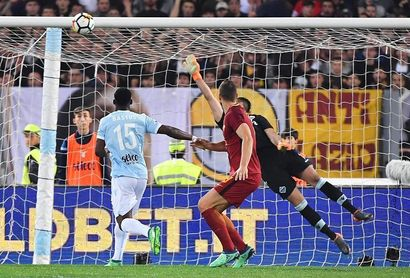 """Lazio y Roma firman tablas (0-0) y mantienen viva su pelea por la zona """"Champions"""""""