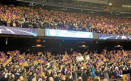 Imagen de archivo de aficionados en el Camp Nou.