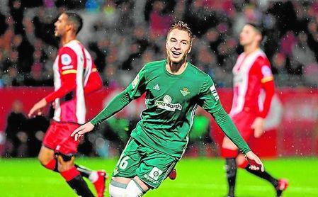 Loren celebra el tanto de la victoria contra el Girona, que le dio al Betis su quinta victoria consecutiva.