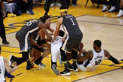 116-101. Durant y Thompson imponen inspiración encestadora y ganan Warriors