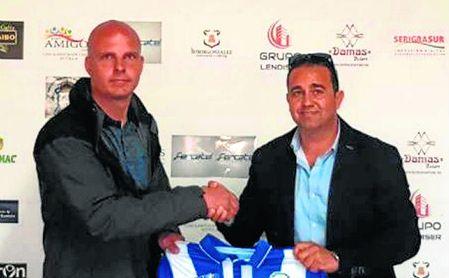 Kepa Blanco, nuevo entrenador de la Estrella San Agustín, junto a José Antonio Villores.