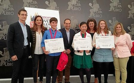 Carlota Mijares y Alba García ganan la 58ª edición del Concurso Coca-Cola de relato corto de Sevilla