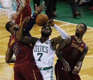 107-94. Brown lidera el ataque de los Celtics que pueden con los 42 puntos de James