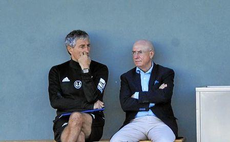 Serra, junto a Setién en un entrenamiento del Betis.
