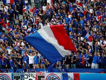 Uno de cada cuatro franceses utiliza insultos homófobos cuando ve el fútbol