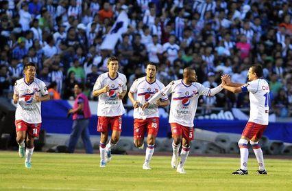 El Xelajú aventaja en la semifinal al Sanarate del argentino Centrone en Guatemala