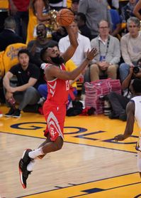 126-85. Curry anota 35 puntos y los Warriors destrozan a los Rockets