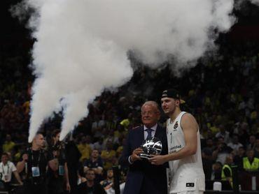 El baloncesto le pasa el testigo ganador al fútbol
