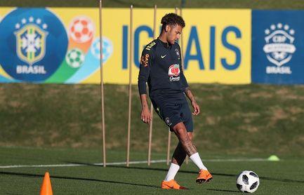 Neymar, Gabriel Jesús y Danilo, primeros en entrenarse con balón en Brasil