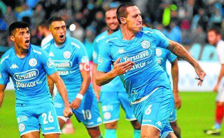 Cristian Lema, celebrando un gol con Belgrado.