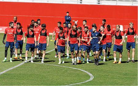 El Sevilla se va de vacaciones con 23 jugadores con contrato