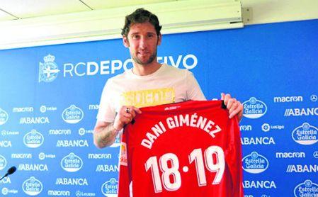 Dani Giménez fue presentado ayer como nuevo jugador del Deportivo de La Coruña.