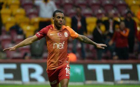 Garry Rodrigues celebra un tanto con el Galatasaray