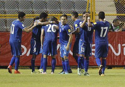 El mexicano Carlos de los Cobos vuelve a El Salvador para dirigir a la selección