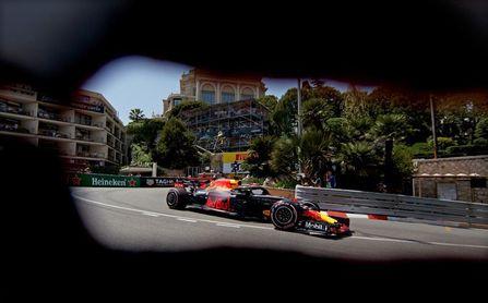 Ricciardo logra la ´pole´ en Mónaco, con Alonso séptimo y Sainz octavo