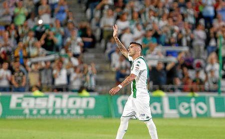 José Antonio Reyes es ovacionado por el Nuevo Arcángel.