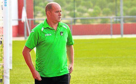 Hernández volverá a dirigir al Coronil el próximo curso.