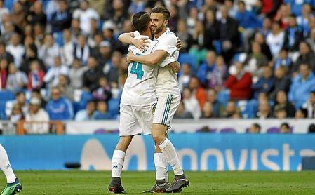 Ceballos y Mayoral celebran un gol del Real Madrid en la 17/18.