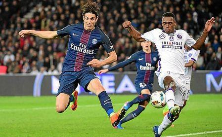 Diop, en un lance con Cavani en el PSG-Toulouse de esta temporada.