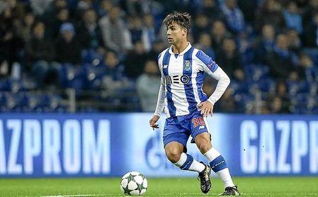 A Óliver Torres le cuesta hacerse hueco en el 4-4-2 del técnico del Porto FC.