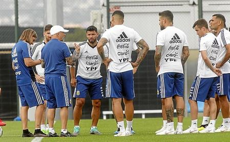 """Maradona dice que es """"una vergüenza"""" que Sampaoli no tuviese ninguna jugada preparada."""