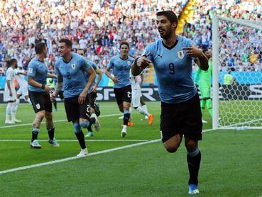 1-0. Suárez desenfunda y clasifica a Uruguay