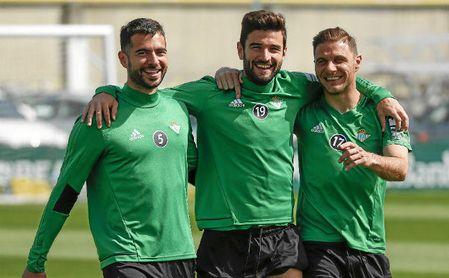 Barragán, junto a Amat y Joaquín en un entrenamiento de la temporada pasada.