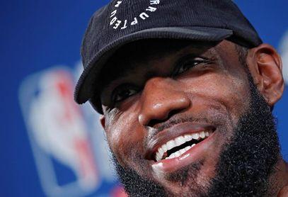 """LeBron """"King"""" James ya es oficialmente nuevo jugador de los Lakers, su tercer equipo"""