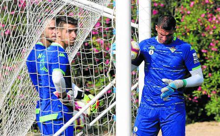 Al fondo a la izquierda, Pau López; delante de él, Dani Rebollo; y a la derecha, Joel.