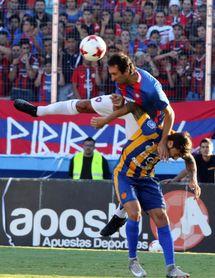 El defensa uruguayo Ignacio Pallas firma con el Puebla del fútbol mexicano