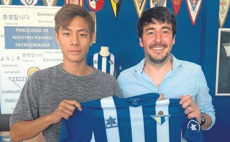 Taheun Kim (izquierda) es la última cara nueva de un renovado Écija.